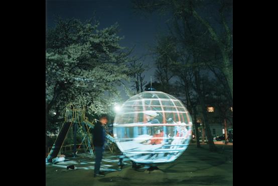 遊具の透視法|Perspective of the Globe Jungle, 2001, Photo: Rinko Kawauchi