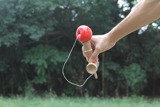 りんごのけん玉|Apple Kendama, 2003